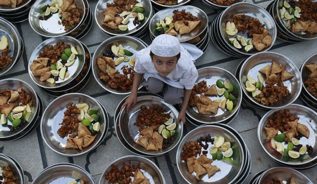 keberkatan bulan ramadhan,  keistimewaan bulan ramadhan, kelebihan bulan ramadhan, kelebihan bulan ramadhan jakim makna bulan ramadhan, berpuasa di bulan ramadhan, amalan bulan ramadhan,  maksud ramadhan, 5 kelebihan bulan ramadhan, karangan bulan ramadhan,